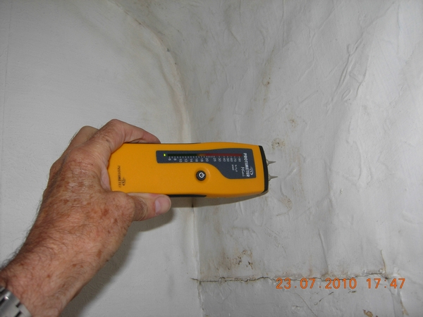 f1582-dscn2683-damp-meter