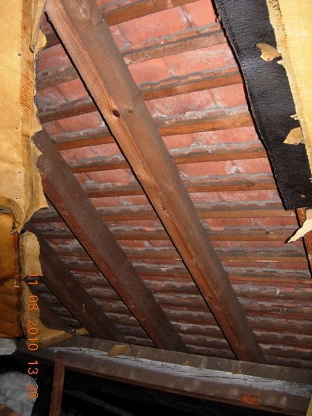 f1586-dscn3019-tiles-in-loft