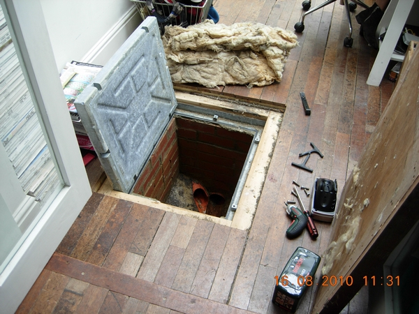 f1588-dscn3151-intl-manhole